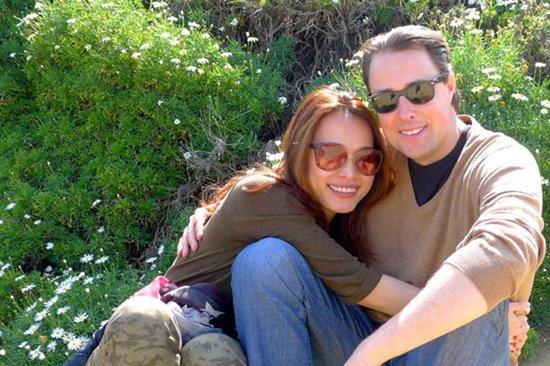 Ngọc Khánh hạnh phúc bên chồng Tây điển trai.