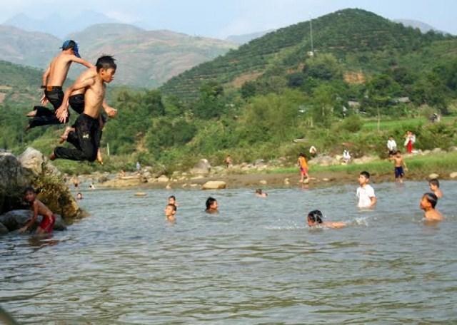 Đuối nước là hiểm họa luôn rình rập trẻ, đặc biệt khi hè về.