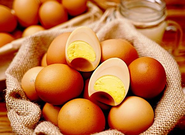 Loại trứng gà xông khói Hàn Quốc xuất hiện trên thị trường gần đây đang khiến nhiều người tò mò