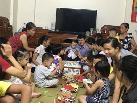 Bé Gấu đón sinh nhật 1 tuổi của mình. Ảnh: HT
