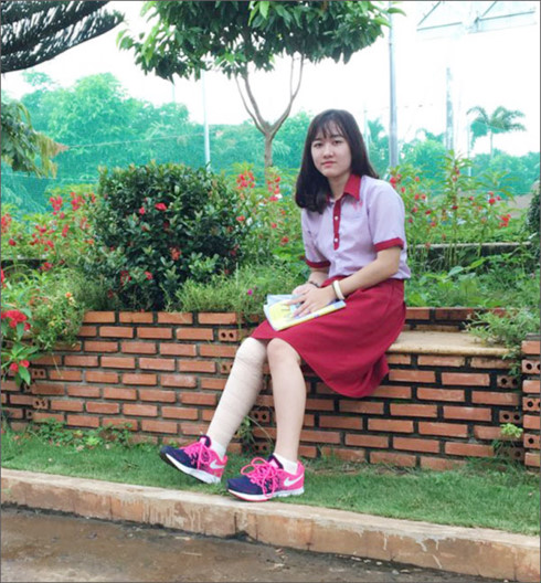 Nữ sinh Lê Thị Hà Vi đã quyết định thay đổi nguyện vọng sẽ vào ngành Luật của Đại học Luật TP HCM (ảnh: Ban truyền thông của trường THCS &THPT Đông Du cung cấp)