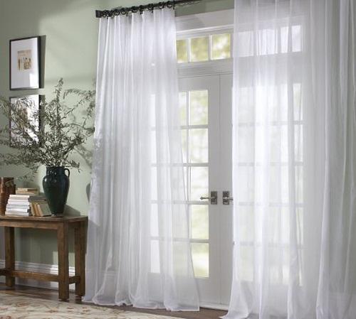 Rèm vải mỏng sẽ giúp bạn tận dụng tối đa nguồn ánh sáng tự nhiên.