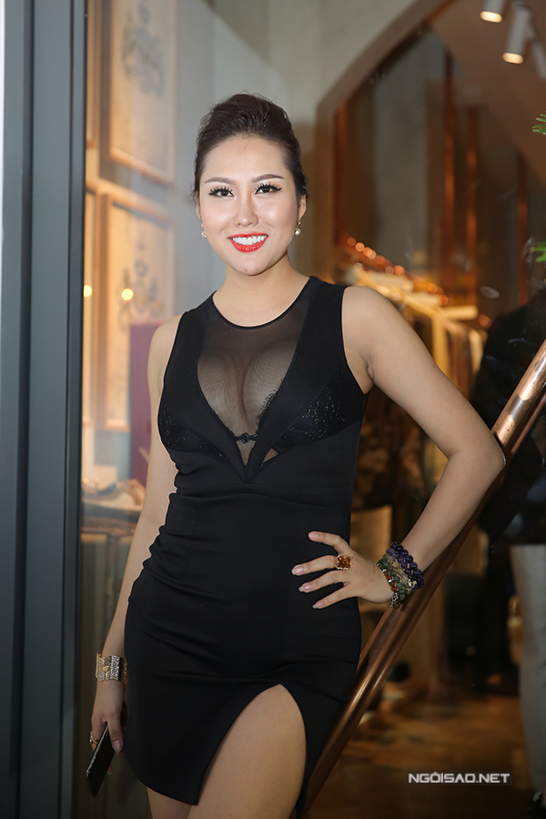 Phi Thanh Vân rất tự hào với số đo hình thể hiện tại là 93-60-104. Mỗi khi tham dự sự kiện, với vòng 1 và vòng 3 ngoại cỡ, nữ diễn viên lấn át hầu hết các sao nữ.
