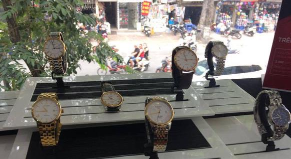 Khu trưng bày đồng hồ fake cho người tiêu dùng nhận biết