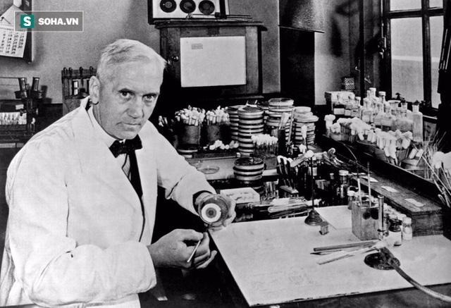 Nhà sinh học Alexander Fleming