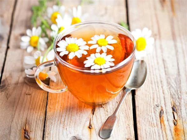 Trà hoa cúc là một loại đồ uống bắt buộc phải có trong nhà bạn nếu bạn muốn phòng tránh nhiễm trùng mắt.