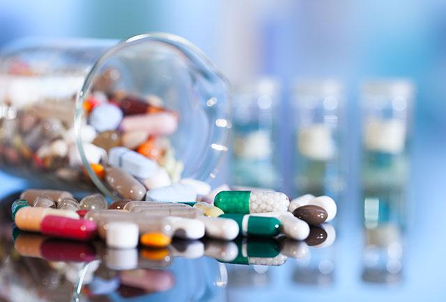 Kiểm tra lại ngày hết hạn đối với tất cả các loại thuốc bán tự do, và đảm bảo rằng bạn đã có các biện pháp khắc phục cúm.