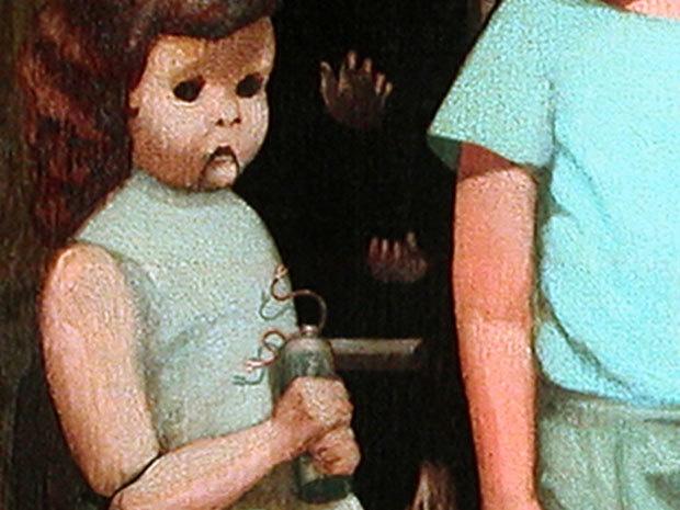 Khuôn mặt bé gái với đôi mắt trống rỗng như một con búp bê.Ngoài ra, ông còn đính kèm một lời cảnh báo.