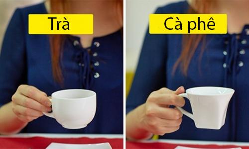 Một số nơi tuân thủ thêm quy tắc cầm quai cốc, khác biệt khi uống trà và cà phê.