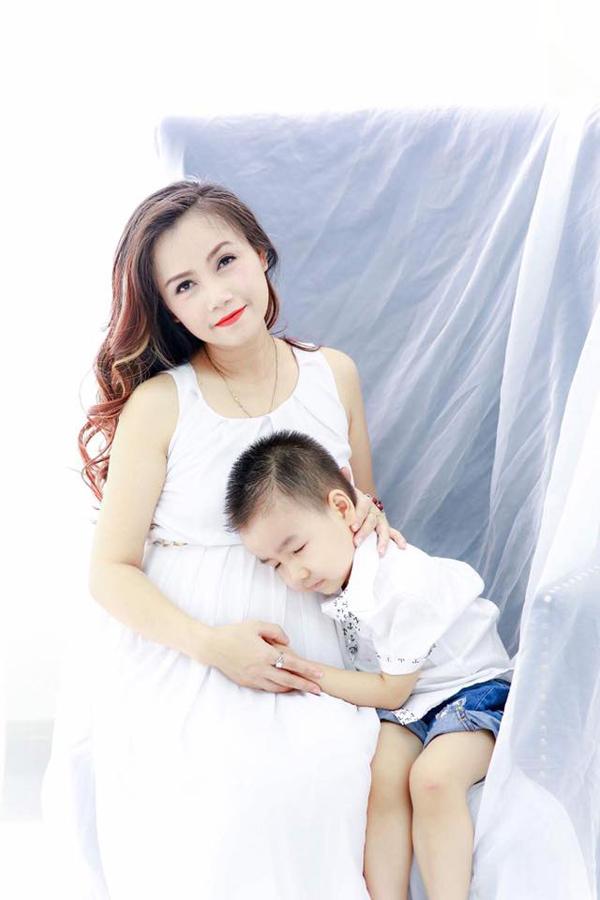 Con trai riêng của anh Cao Thắng tên An Phú, năm nay 4 tuổi. Cậu bé rất thân thiết với mẹ Hoàng Yến.