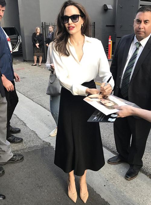 Angelina Jolie khi đi quảng bá phim ở Los Angeles ngày 17/9.