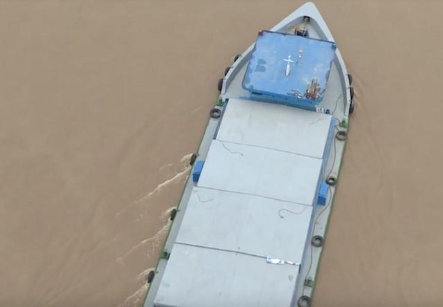 Sông Tiền, nơi tài xế gieo mình tự vẫn. Ảnh: Minh Anh.
