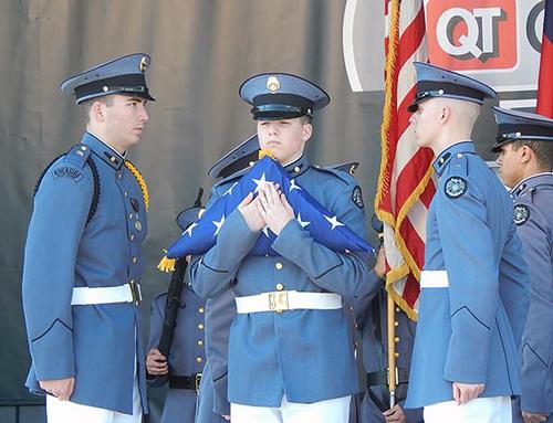 Lễ thượng cờ ở trường trung học Riverside (Mỹ). Ảnh: Nguyễn Thị Bích Hậu