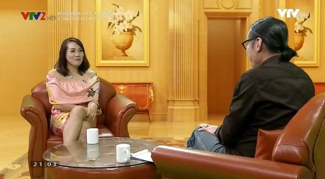Thu Huyền trò chuyện cùng đạo diễn Trần Lực trong Bốn mùa yêu thương. Ảnh: VTV.