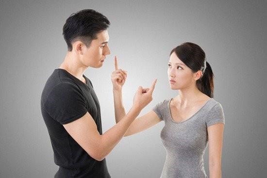 Bắt đầu từ một cuộc tranh luận gay gắt nhưng thái độ thách thức của bạn có thể đẩy nó thành một cuộc tranh đấu về thể xác. (Ảnh minh họa)