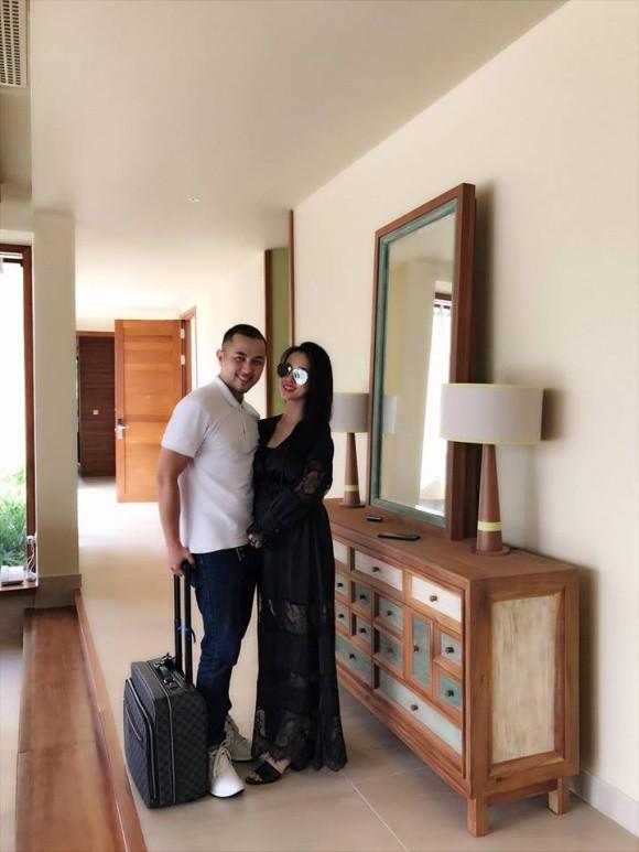Trang Pilla từng lộ vòng hai lớn khi đi du lịch với chồng.