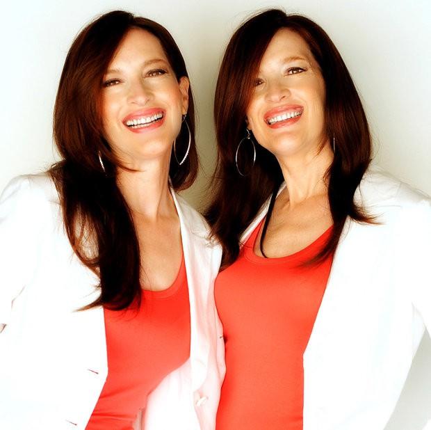 Cặp chị em song sinh ngoại cảm Terry và Linda Jamison