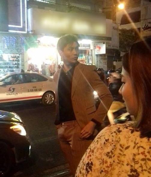 Bức ảnh xuất hiện trên mạng xã hội được cho là chụp lại sau khi Tim và Bình Minh có va chạm tại sự kiện Liên hoan phim Việt Nam ở Đà Nẵng tối 24/11. Nguồn: Facebook Nguyễn Thảo.