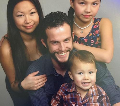 Amy Nguyễn và chồng con. Ảnh: NVCC