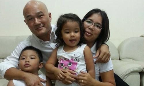 Chị Trang bên chồng và 2 con. Ảnh: NV.