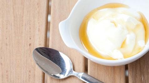Mặt nạ dầu dừa và sữa chua dưỡng da trắng sáng mịn màng