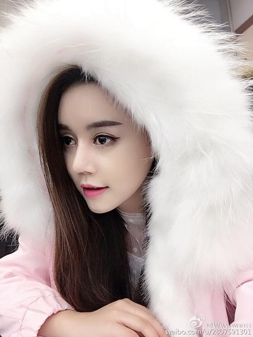 Sau khi phẫu thuật thành công, Wu Yuqing đã tham gia thi Giọng hát hay Trung Quốc và một số chương trình truyền hình nhưng chưa thực sự được chú ý. Phảitới khi công khai quá trình phẫu thuật, tên tuổicủa Wu Yuqing mớitrở thành từ khóa tìm kiếm hàng đầu trên các trang mạng xã hội.