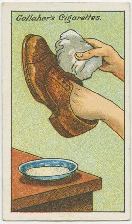 Hòa tan dung dịch một thìa baking soda và 2 muỗng sữa nóng. Dùng vải thấm dung dịch trên và chà xát nhẹ nhàng lên bề mặt của giày. Vết nhơ sẽ biến mất hoàn toàn.