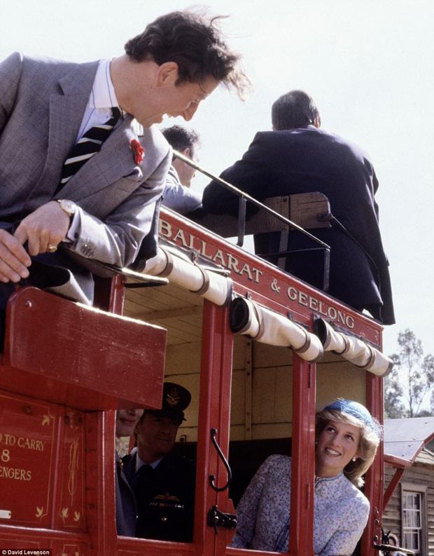 Ánh mắt tình tứ 2 người trao nhau trong chuyến viếng thăm tới thành phố Victoria, Australia vào năm 1983.