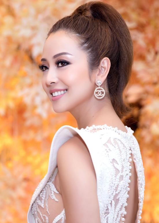 Mặc dù nhận được rất nhiều lời mời event nhưng Hoa hậu khá kén chọn show vì muốn dành nhiều thời gian cho gia đình.