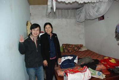 Căn phòng cũ mà Công Vinh từng ở tại quê nhà anh trước đây trông khá tuềnh toàng, đơn giản.