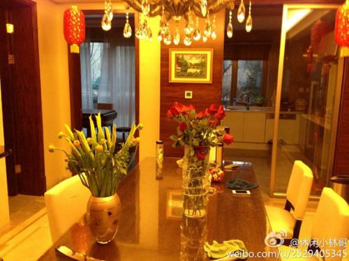 Ngôi nhà được trang trí nội thất sang trọng và ấm cúng