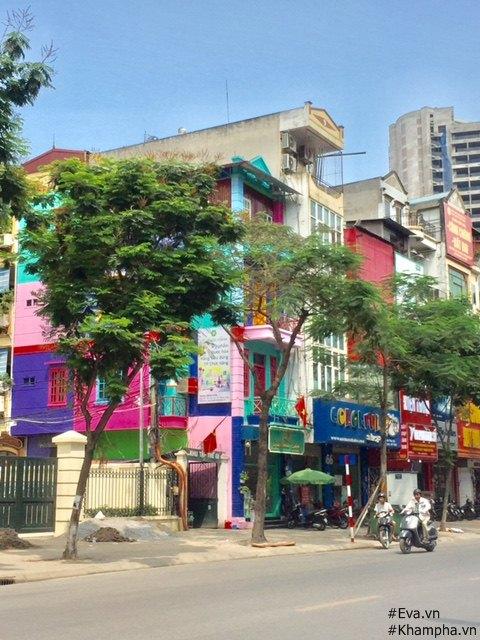 Ngôi nhà số 70 nổi bật giữa phố Thái Hà.