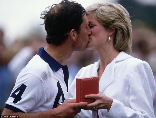 Nụ hôn ngọt ngào hai người trao nhau vào năm 1987.