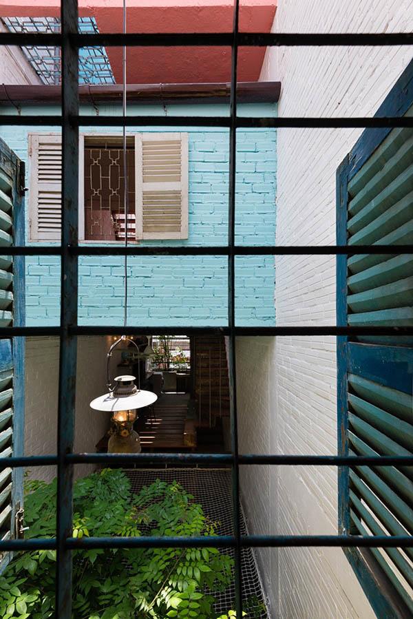 """Các khung cửa sổ của những """"căn hộ nhỏ"""" đều bố trí mở ra hướng sân chơi để đón ánh sáng và gió."""