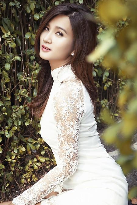 Từ sau danh hiệu Á quân cuộc thi Phụ nữ thế kỷ 21, Kim Tuyến cũng được nhiều khán giả biết đến qua vai trò diễn viên. Sau nhiều năm âm thầm theo đuổi nghiệp diễn viên, Kim Tuyến giờ đây đã khẳng định được vai trò diễn xuất của mình trên màn ảnh. Kim Tuyến cũng gây ấn tượng trong bộ phim truyền hình dài tập hợp tác với Hàn Quốc Tuổi thanh xuân.