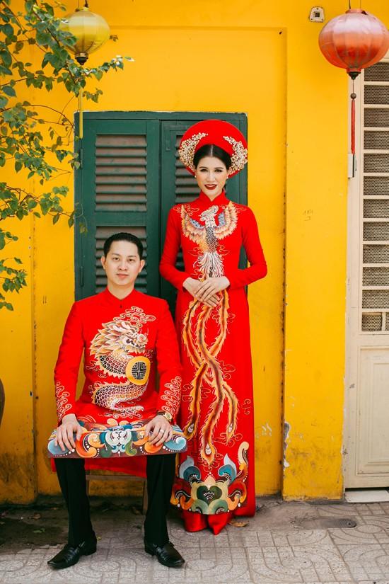 Bộ ảnh được thực hiện với sự hỗ trợ của stylist Thái Văn Quân, make-up Trí Minh Chu, hair: Ken Bùi và trang phục của NTK Minh Châu.