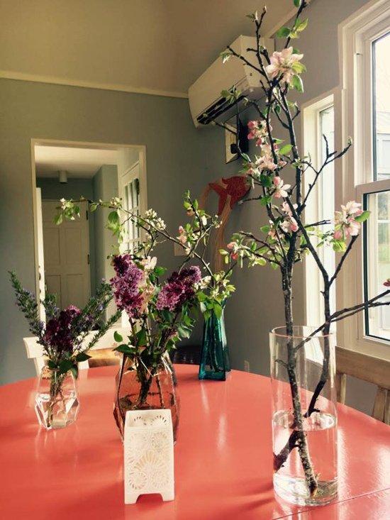 Đặc biệt, hoa là thứ không bao giờ thiếu trong ngôi nhà của người đẹp này.