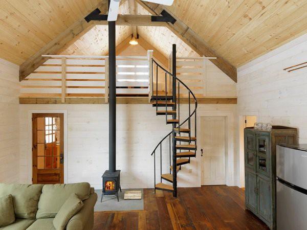 Thiết kế nhà cấp 4 có gác lửng với cầu thang xoắn cách điệu độc đáo.