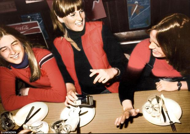 Hình ảnh chưa từng được công bố của Công nương Diana khi đang theo học tại một trường Thụy Sỹ.