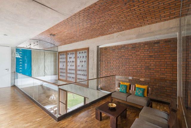 Khoảng thông tầng trên tầng 2 giúp ánh sáng dễ dàng len sâu vào từng ngóc ngách trong nhà.