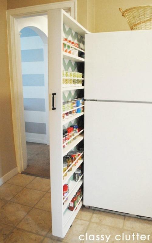 Thiết kế thêm một chiếc ngăn kéo cạnh góc tủ lạnh để chứa những chiếc lọ gia vị cần thiết.