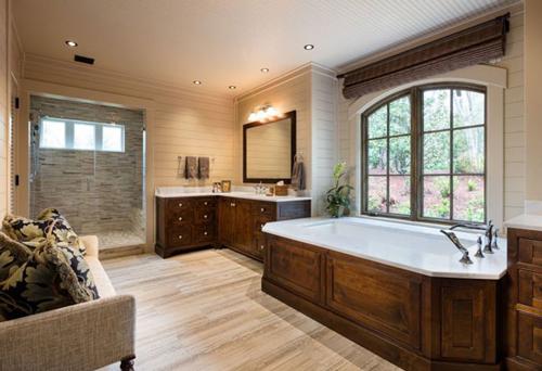 6 phòng tắm lớn trong nhà đều có diện tích rộng và được trang bị bồn tắm, ghế sofa…