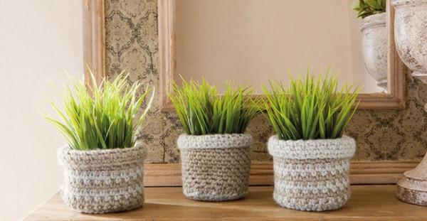 Những chiếc mũ len không dùng tới cũng được sử để trồng cây trang trí trong nhà.