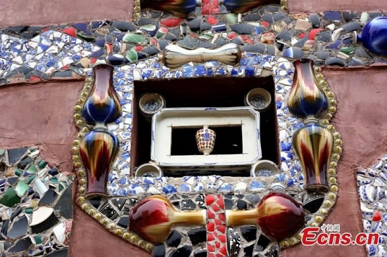 Không chỉ làm nghề, mà bà Yu còn sở hữu một bộ sưu tập có tới hơn 60.000 mảnh gốm sứ.