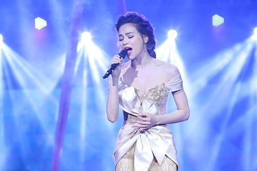 Hồ Ngọc Hà và Đàm Thu Trang cùng bị coi là chân dài đi hát.