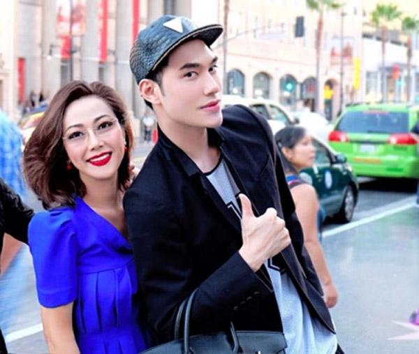 Mẹ ruột của nhà thiết kế Lý Quý Khánh cũng thuộc hàng phu nhân.