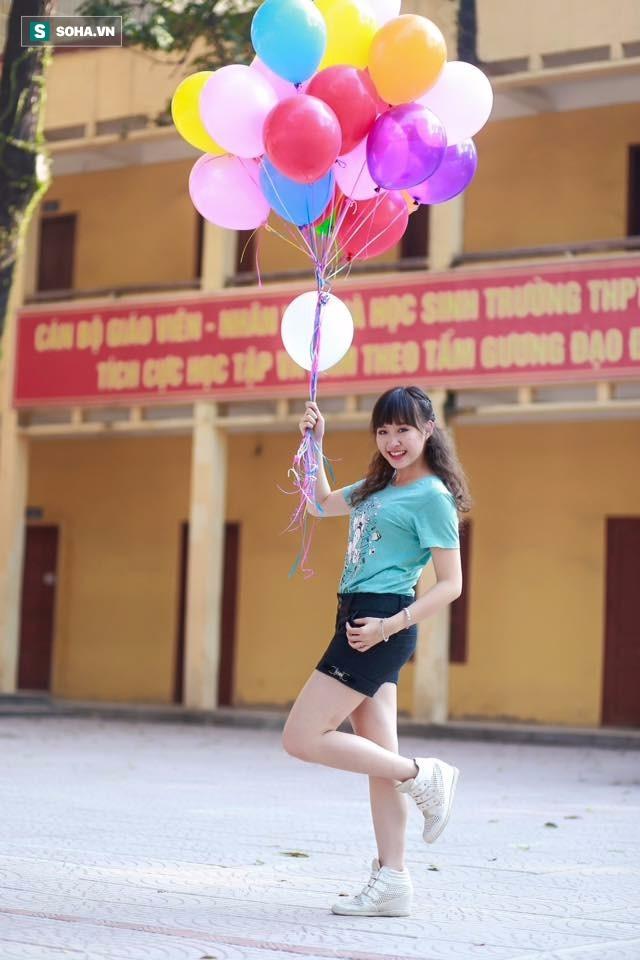 Không theo đuổi sân khấu như bố và mẹ nhưng Hoàng Yến cũng có năng khiếu đặc biệt với kịch và ca hát, nhảy múa.