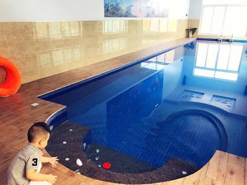 Khu vực bể bơi.