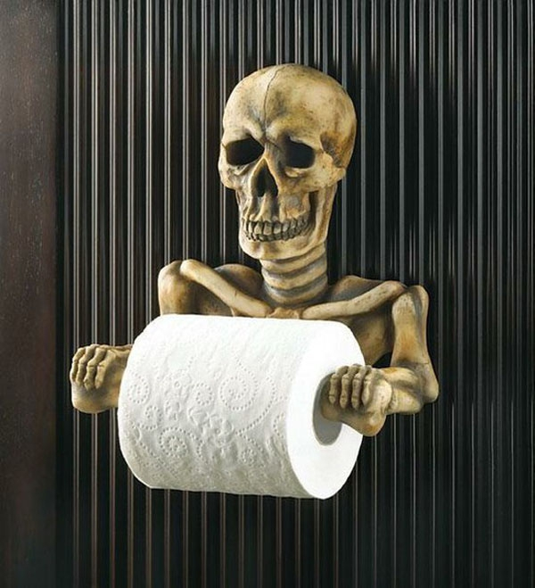 Chắc chắn bạn sẽ giật mình khi vào nhà vệ sinh và nhìn thấy những giá treo cuộn giấy vệ sinh hình zombie hay đầu lâu như thế này.
