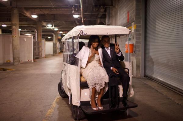 Hai ông bà ngồi xe sân gôn ở Washington, D.C ngày 20/1/2009.